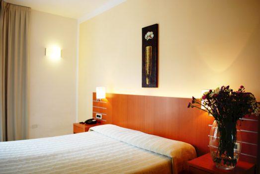 Hotel Arc en Ciel, Diano Marina - Bedroom (C) Hotel Arc en Ciel