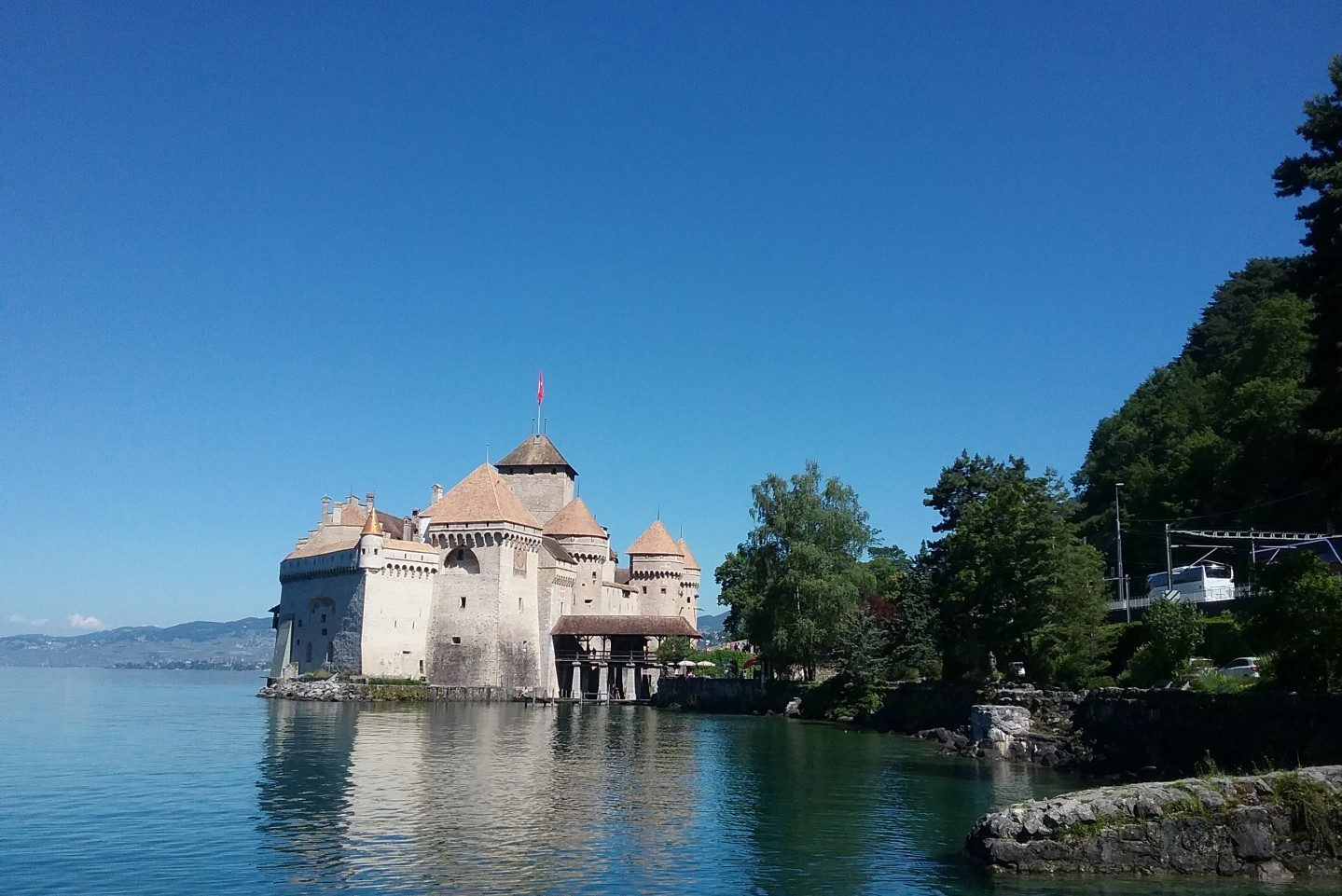 Discover Lake Geneva - Mountains, Castles and Cowbells