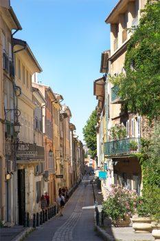 France, Provence, Rue Fernand Dol, Aix-en-Provence, group tour, group travel, © Sophie Spiteri