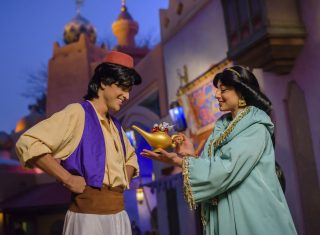 Aladdin and Jasmine at Adventureland Bazaar ©Disney