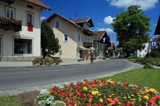 Germany, Bavaria, Ammergau Alps, Walking, Hiking, Rambling, Group Travel, Bad Kohlgrub, © Ammergauer Alpen GmbH, Oberammergau Tourismus. PhotoPeter Hutzler