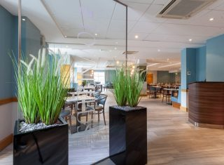 Best Western Cresta Court Hotel - Restaurant entrance