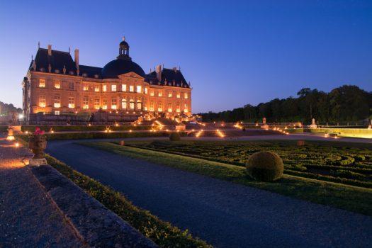 Chateau-de-Vaux-le-Vicomte-France-Outside-candles-©-Erwann-Maignan.jpg