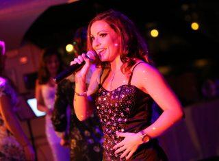 Dining Cruises - London (City Cruises) - The London Showboat (71) - Singer ©citycruises.com