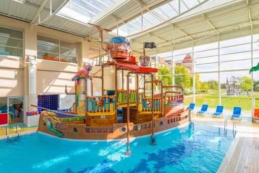 Explorers Hotel Swimming Pool