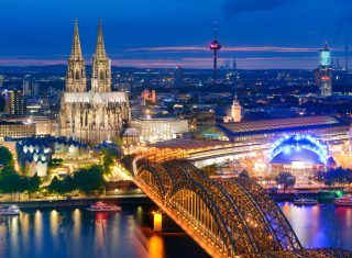 Rhine Valley tour Cologne at night, Germany ©GNTB / McDonald,Germany - Cologne - View towards the city centre with cathedral and Hohenzollern Bridge © Deutsche Zentrale für Tourismus e.V., Francesco Carovillano, GNTB EXPIRES 27.11.2019