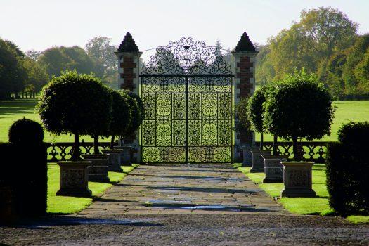 Hertfordshire tour Hatfield House gate ©Hatfield House