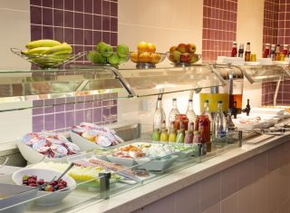 Buffet Breakfast © Holiday Inn London Shepperton