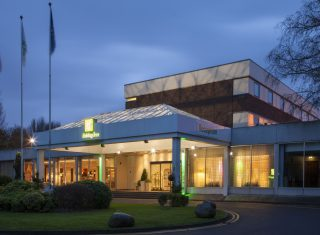 Exterior at Night © Holiday Inn London Shepperton