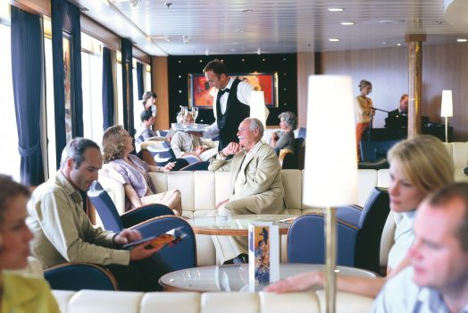 People sitting having drinks in the bar ©Brittany Ferries