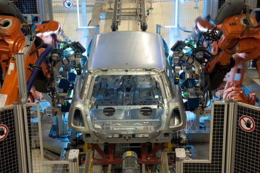 MINI Plant Oxford - Robots bolting doors