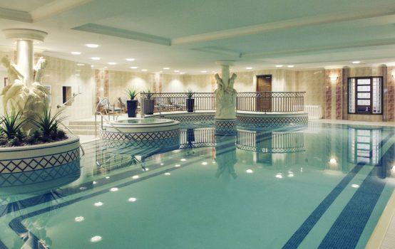Mercure Dartford Brands Hatch Hotel Spa Kent Pool Ncn Greatdays Group Travel
