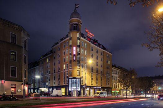 Mercure Hotel Wien Westbahnhof, Austria Exterior at night ©Mercure Hotel Wien Westbahnhof