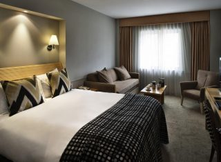 Mercure London Staines upon Thames Hotel, London - Guest Room