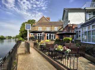 Mercure London Staines upon Thames Hotel, London - Terrace (