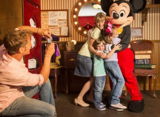 Mickey With Family © Disney