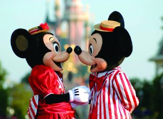 Meet Mickey and Minnie whilst at Disneyland® Paris © Disney