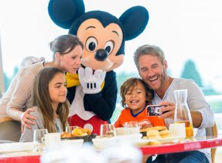 Mickey with family © Disney