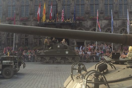 Mons Tanks in Town ©Ph Maree