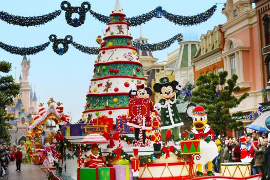 Disney S Enchanted Christmas Disneyland 174 Paris
