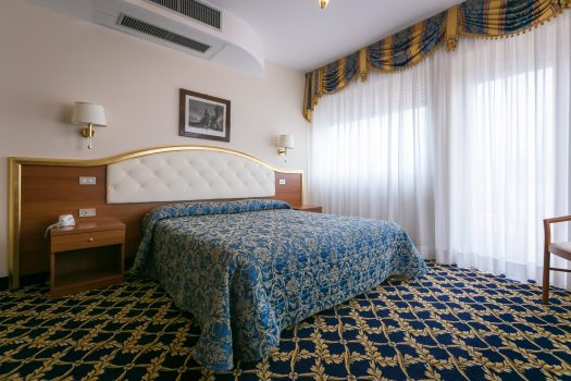 Room, Hotel Milan Speranza au Lac, Stresa, Lake Maggiore (c) Hotel Milan Speranza au Lac