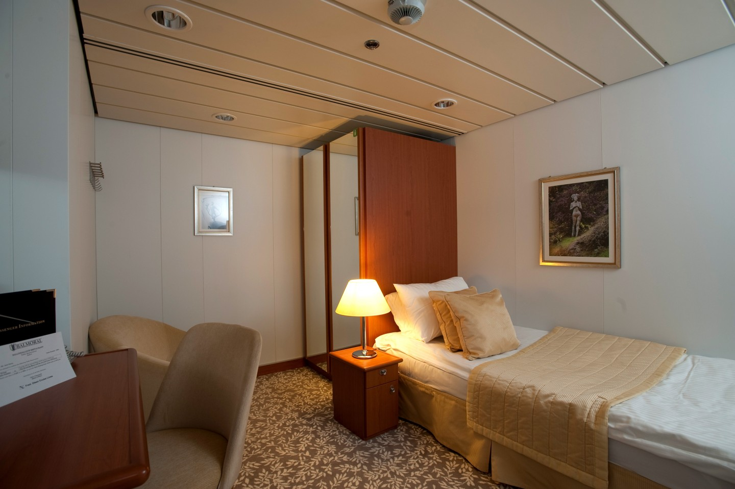 Cabins Balmoral Greatdays Group Travel