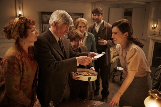 The Guernsey Literary and Potato Peel Pie Society film still (01) © STUDIOCANAL S.A.S