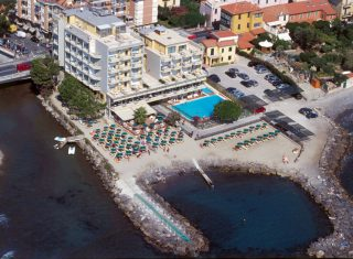 Hotel Bellevue & Mediteranee, Diano Marina - Aerial View (C) Hotel Bellevue & Mediteranee